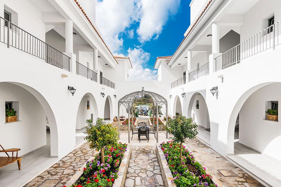 Квартира в поселке с кипрским стилем